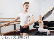 Купить «Female choreographer teaches young dancer in ballet studio», фото № 32298591, снято 26 апреля 2019 г. (c) Яков Филимонов / Фотобанк Лори