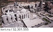 Купить «Aerial view of a huge cement plant with warehouses in Bunol, Valencia, Spain», видеоролик № 32301555, снято 24 апреля 2019 г. (c) Яков Филимонов / Фотобанк Лори