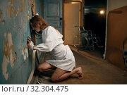 Купить «Female patient in strait jacket, insanity», фото № 32304475, снято 9 августа 2019 г. (c) Tryapitsyn Sergiy / Фотобанк Лори