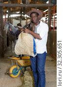 Girl and man preparing saddle for horse. Стоковое фото, фотограф Яков Филимонов / Фотобанк Лори