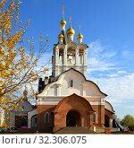 Stone white church of Holy Apostles Constantine and Elena in Mitino Landscaping Park. Moscow (2019 год). Редакционное фото, фотограф Валерия Попова / Фотобанк Лори