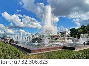"""Купить «Москва, фонтан """"Каменный цветок"""" на ВДНХ», эксклюзивное фото № 32306823, снято 1 июня 2019 г. (c) Dmitry29 / Фотобанк Лори"""