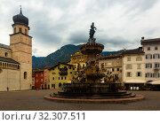 Купить «Fountain of Neptune in Trento», фото № 32307511, снято 2 сентября 2019 г. (c) Яков Филимонов / Фотобанк Лори