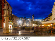 Central streets of Verona in night lights, Italy. Стоковое фото, фотограф Яков Филимонов / Фотобанк Лори