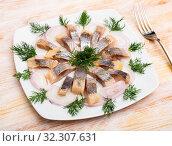 Купить «Marinated herring with sliced onion and dill», фото № 32307631, снято 22 октября 2019 г. (c) Яков Филимонов / Фотобанк Лори