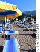 Купить «City beach in the resort area in Becici, Budva», фото № 32307995, снято 11 июня 2019 г. (c) Володина Ольга / Фотобанк Лори