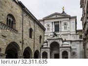 Bergamo Cathedral (Duomo di Bergamo) flanked by Palazzo della Ragione and Colleoni Chapel (Cappella Colleoni). Piazza del Duomo, Upper Town (Città Alta), Bergamo, Lombardy, Italy, Europe. Стоковое фото, фотограф Arthur S. Ruffino / age Fotostock / Фотобанк Лори