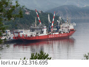 Купить «Unloaded Russian cargo container ship Sevmorput - nuclear-powered ice breaker lighter aboard ship carrier. Container terminal commercial seaport», фото № 32316695, снято 27 августа 2019 г. (c) А. А. Пирагис / Фотобанк Лори