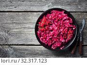 Danish Red Cabbage in a bowl,flatlay. Стоковое фото, фотограф Oksana Zh / Фотобанк Лори