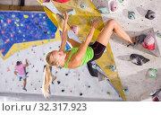 Купить «Woman training at bouldering gym», фото № 32317923, снято 9 июля 2018 г. (c) Яков Филимонов / Фотобанк Лори