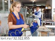 Купить «Woman washing glass after cutting», фото № 32322855, снято 10 сентября 2018 г. (c) Яков Филимонов / Фотобанк Лори
