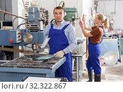 Купить «Worker drilling bores in glass on machine», фото № 32322867, снято 10 сентября 2018 г. (c) Яков Филимонов / Фотобанк Лори