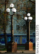 Йошкар-Ола, Российская Федерация - 05/04/2008: Фонари уличного освещения в парке у фонтана по проспекту Гагарина. Редакционное фото, фотограф Евгений Горбунов / Фотобанк Лори