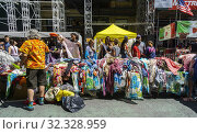 Shoppers browse cheap manufactured apparel at a street fair in New York on Sunday, August 11, 2019. Редакционное фото, фотограф Richard Levine / age Fotostock / Фотобанк Лори