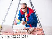 Купить «Old contractor doing renovation at home», фото № 32331599, снято 3 июня 2019 г. (c) Elnur / Фотобанк Лори