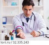 Купить «Doctor drug addict in the hospital», фото № 32335243, снято 27 декабря 2017 г. (c) Elnur / Фотобанк Лори