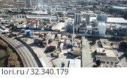 Купить «View of chemical factory complex near city», видеоролик № 32340179, снято 5 марта 2019 г. (c) Яков Филимонов / Фотобанк Лори