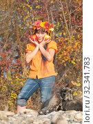 Купить «Девочка с яблоками», фото № 32341783, снято 26 октября 2019 г. (c) WalDeMarus / Фотобанк Лори