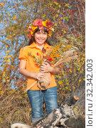 Купить «Девочка в венке из осенних листьев с букетом в руках», фото № 32342003, снято 26 октября 2019 г. (c) WalDeMarus / Фотобанк Лори