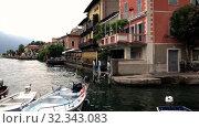 LIMONE SUL GARDA, ITALY - AUGUST 07, 2019: Small Harbor with boats near pier in Limone sul garda, Italy. Редакционное видео, видеограф Ирина Аринина / Фотобанк Лори