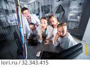 Family of five are solving puzzles on computer. Стоковое фото, фотограф Яков Филимонов / Фотобанк Лори