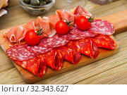 Slices of Spanish dry-cured gammon and sausages. Стоковое фото, фотограф Яков Филимонов / Фотобанк Лори