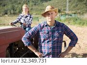Man gardener at smallholding. Стоковое фото, фотограф Яков Филимонов / Фотобанк Лори