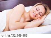 Woman without pyjamas having a nap. Стоковое фото, фотограф Яков Филимонов / Фотобанк Лори