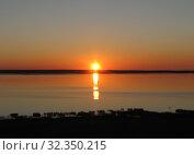 Купить «Закат на Плещеевом озере. Переславль-Залесский», эксклюзивное фото № 32350215, снято 9 октября 2010 г. (c) lana1501 / Фотобанк Лори