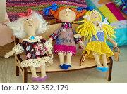 Тряпичные куклы ручной работы (2019 год). Редакционное фото, фотограф Елена Коромыслова / Фотобанк Лори