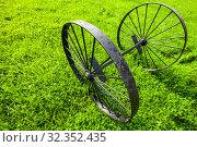 Купить «Vintage black metal wheels close up», фото № 32352435, снято 8 сентября 2019 г. (c) EugeneSergeev / Фотобанк Лори