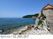Купить «The Mediterranean Sea and fragment of architecture in Old Town in Budva, Montenegro», фото № 32360267, снято 13 июня 2019 г. (c) Володина Ольга / Фотобанк Лори