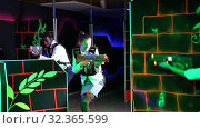Купить «Men and women in business suits playing laser tag emotionally in dark room», видеоролик № 32365599, снято 5 августа 2020 г. (c) Яков Филимонов / Фотобанк Лори