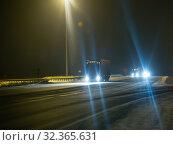 Купить «Trucks on the night snowy winter road», фото № 32365631, снято 20 января 2018 г. (c) Юрий Бизгаймер / Фотобанк Лори
