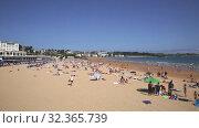 Купить «Summer view of Santander seafront and sand beach», видеоролик № 32365739, снято 14 июля 2019 г. (c) Яков Филимонов / Фотобанк Лори