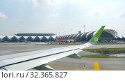 Купить «Airplanes in Suvarnabhumi airport», видеоролик № 32365827, снято 14 ноября 2018 г. (c) Игорь Жоров / Фотобанк Лори