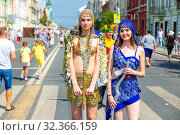 Russia, Samara, July 2019: Two girls participating in unusual costumes of a costume show on a city street during a gastronomic festival. Редакционное фото, фотограф Акиньшин Владимир / Фотобанк Лори