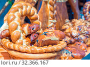 Купить «Bread basket with pies on a counter at the gastronomic festival.», фото № 32366167, снято 27 июля 2019 г. (c) Акиньшин Владимир / Фотобанк Лори