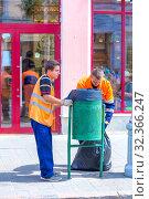 Купить «Russia, Samara, July 2019: Public service workers clean up the street on a sunny summer day», фото № 32366247, снято 27 июля 2019 г. (c) Акиньшин Владимир / Фотобанк Лори