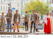 Russia, Samara, July 2019: Representation of a student group on the street during the festival. Редакционное фото, фотограф Акиньшин Владимир / Фотобанк Лори