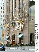 Купить «New York before Christmas. Famous fashion stores on Fifth Avenue. New York City, USA», фото № 32367475, снято 16 декабря 2017 г. (c) Валерия Попова / Фотобанк Лори