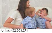 Купить «Two little boy kids having fun with their mom», видеоролик № 32368271, снято 7 июня 2017 г. (c) Vasily Alexandrovich Gronskiy / Фотобанк Лори