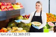 Купить «Adult female selling melon and other fruits», фото № 32369015, снято 27 января 2020 г. (c) Яков Филимонов / Фотобанк Лори