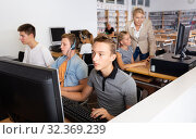 Students working with computers in classroom. Стоковое фото, фотограф Яков Филимонов / Фотобанк Лори