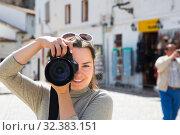 Купить «Girl photographs historic center», фото № 32383151, снято 15 мая 2016 г. (c) Яков Филимонов / Фотобанк Лори