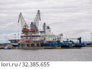 Two modern Finnish icebreakers Nordika and Fennica moored in the port of Kotka, awaiting winter (2019 год). Редакционное фото, фотограф Юлия Бабкина / Фотобанк Лори