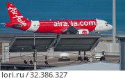 Купить «AirAsia Airbus A320 taxiing», видеоролик № 32386327, снято 2 декабря 2018 г. (c) Игорь Жоров / Фотобанк Лори