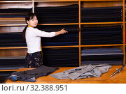 Купить «Young Chinese salesgirl working in fabric store», фото № 32388951, снято 15 декабря 2019 г. (c) Яков Филимонов / Фотобанк Лори