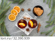 Купить «mulled wine, orange slices, gingerbread and spices», фото № 32390939, снято 4 октября 2018 г. (c) Syda Productions / Фотобанк Лори