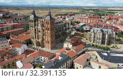 Купить «Aerial view on the Episcopal Palace of Astorga. Spain», видеоролик № 32391135, снято 19 июня 2019 г. (c) Яков Филимонов / Фотобанк Лори